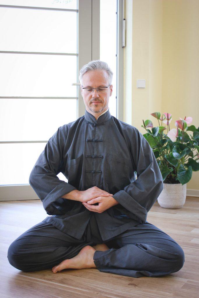 Stefan Schreiber von der Physiopraxis Schreiber in Dresden Seidnitz - Qi Gong: Meditation im Sitzen